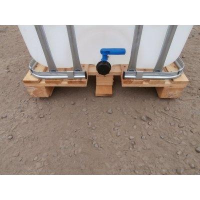 IBC nádrž 600L NOVÁ natur 15cm na dřevě